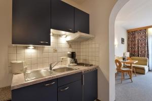 Haus-Sebastian-Walchsee-Allestrasse-11-Theresia-Fahringer-Zimmer-1-Kueche
