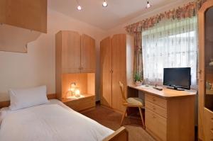 Haus-Sebastian-Walchsee-Allestrasse-11-Theresia-Fahringer-Zimmer-5-Einbettzimmer
